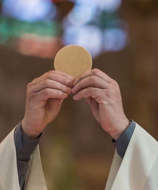 CONSAGRACIÓN: EL MOMENTO DE MAYOR UNIÓN ESPIRITUAL CON DIOS.